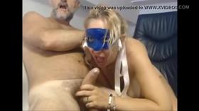 Mascarada safada chupando marido na webcam