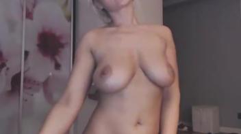 Loirinha gostosa pelada na webcam