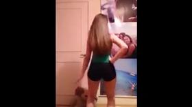 Gauchinha safada ficando pelada e dançando