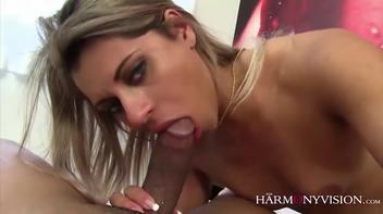 Gostosa brasileira dando a boceta quente