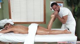 Não resistiu na hora da massagem