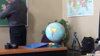 Safadinha provocando na sala de aula