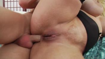 Metendo forte no cu
