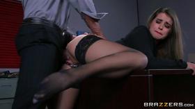 Secretaria dando a bocetinha para o chefe