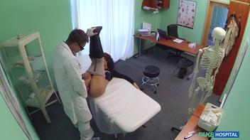 Médico safado comendo a xota