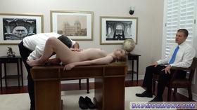 Cena de sexo de loirinha com dois marmanjos