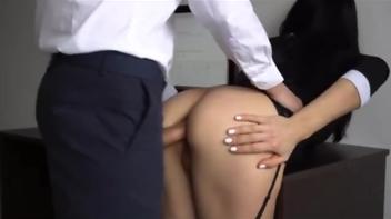 Patrão fodendo com a secretária
