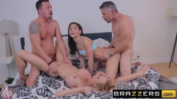 Abella Danger e Brandi fazendo orgia