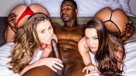Negão pauzudo fazendo porno xxx com duas gostosas