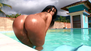 Brasileirinha Monica Mattos rebolando no caralho
