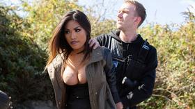 Policial foi seduzido pela ladra gostosa