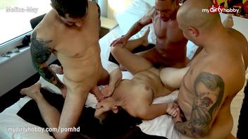 Três homens e uma mulher fodendo gostoso