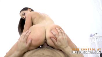 Porno POV da morena da buceta apertada dando de costas
