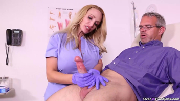 Médica batendo punheta pro professor