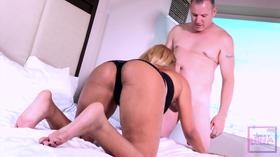Gordo sortudo fazendo sexo amador com mulata delicia