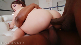 Porno interracial do anal e vaginal com a puta