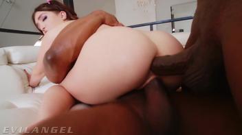 Porno interracial do anal e vaginal com a puta