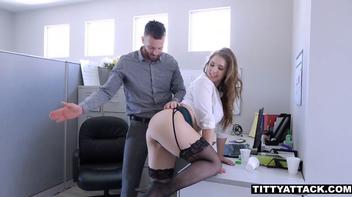 Secretaria safada mamando o chefe