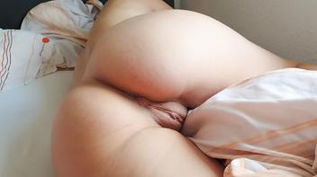 Cunhada peladinha na cama
