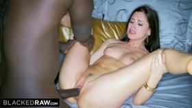 Porno negão dotado comendo branquinha magra