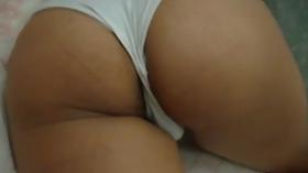 Esposa gostosona dormindo de calcinha branca