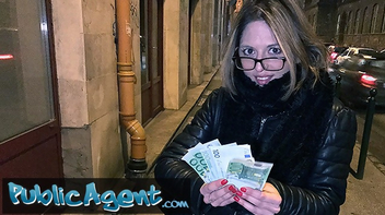 Comendo uma loirinha safada por dinheiro
