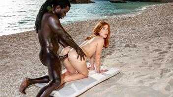 Sexo na praia com ruiva rabuda