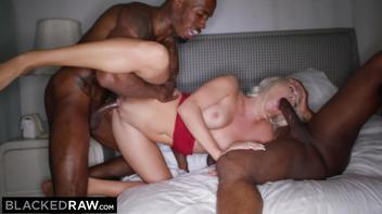 Pornhub suruba com negros dotados fodendo loirinha